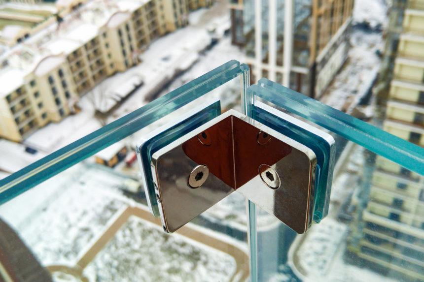 Угловой соединитель стекла