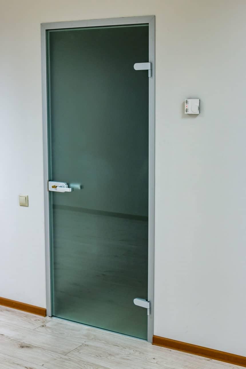 Матовая стеклянная дверь в коробке