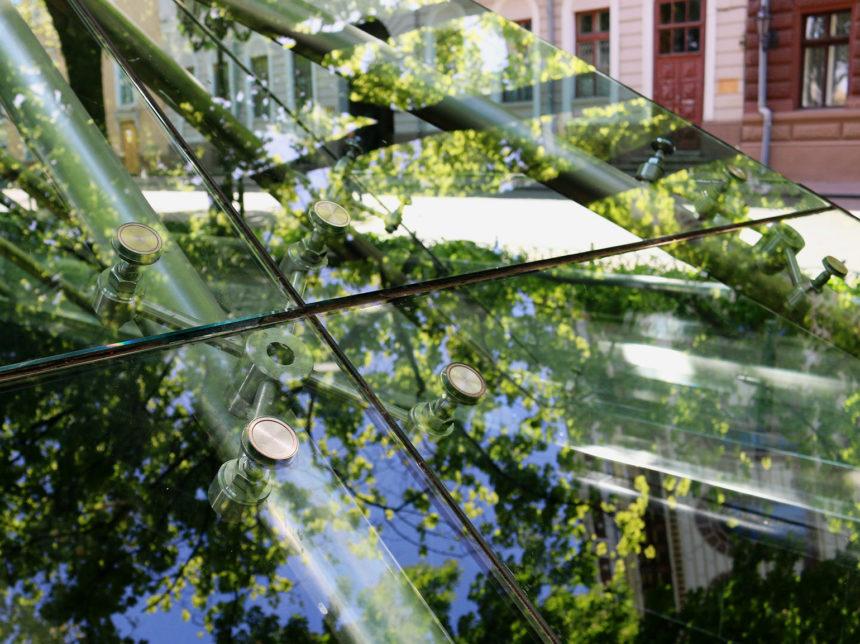 Крепление спайдера на стеклянном куполе