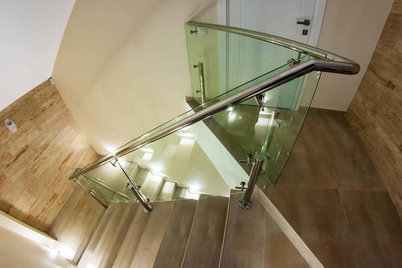 Ограждение лестницы на стойках