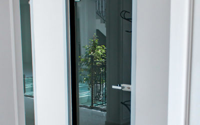 Откосная часть из алюминия для стеклянных межкомнатных дверей