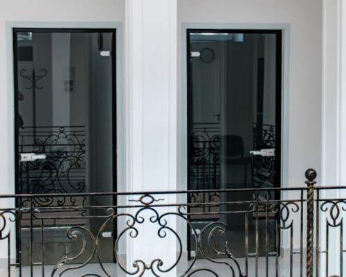 Стеклянные двери на Тираспольской площади