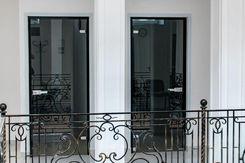Стеклянная межкомнатная дверь с коробками в стиле Лофт (Loft)