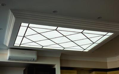 Стеклянный потолок с подсветкой