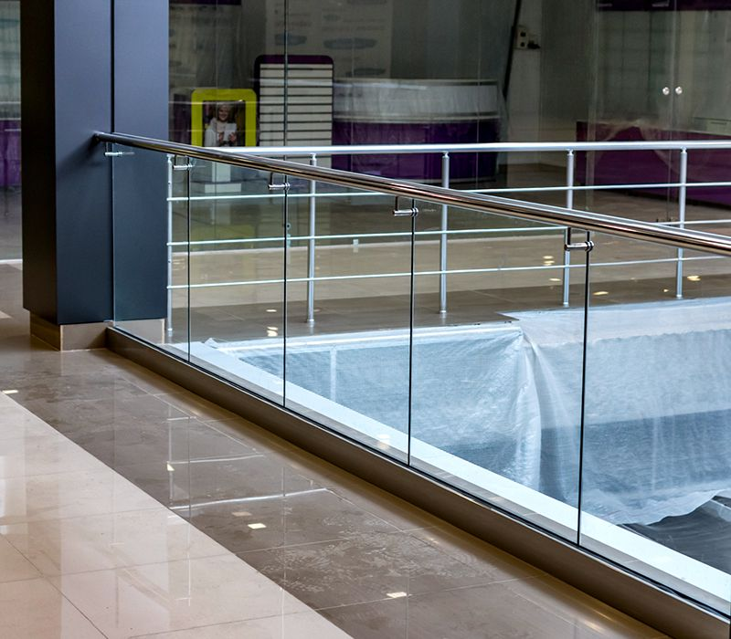 ограждение балконов и атриумов из стекла