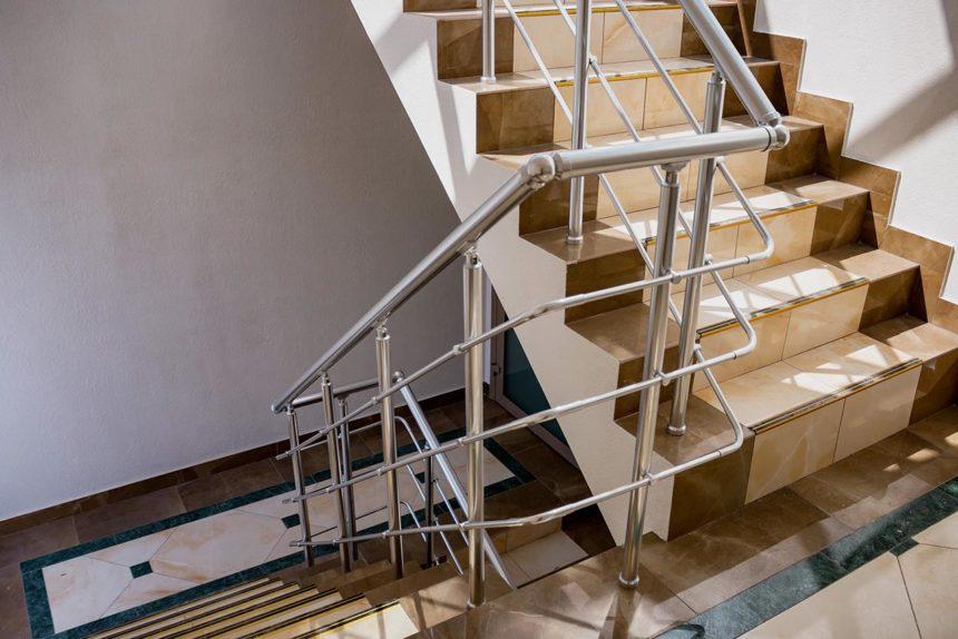 ограждение лестницы из алюминия Кадор