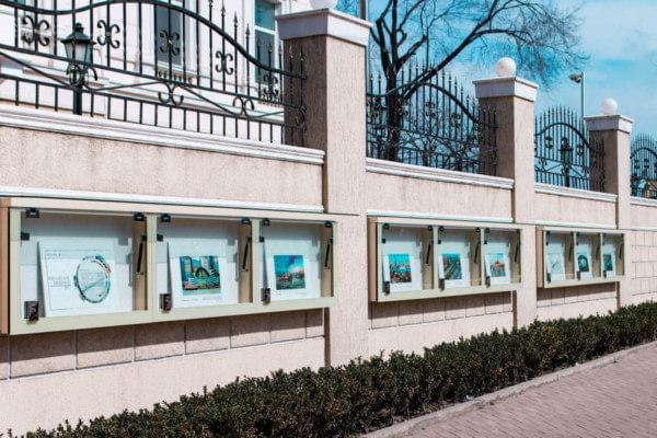 Рекламные блоки в Китайском консульстве