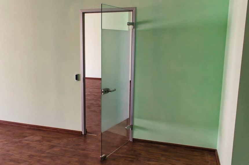 стеклянная дверь в кабинет