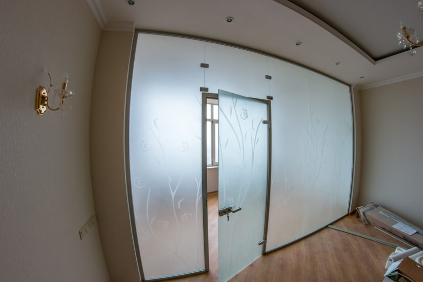 стеклянная перегородка в ЖК Париж