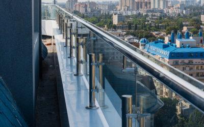 ограждение из стекла на крыше