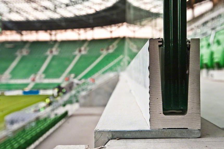 Ограждение стадиона из стекла
