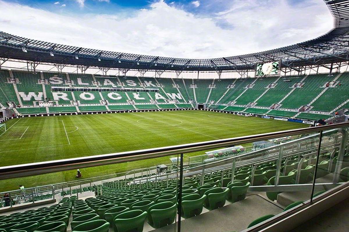 Стеклянное ограждение стадиона