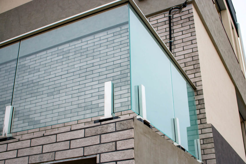 стеклянное ограждение террасы