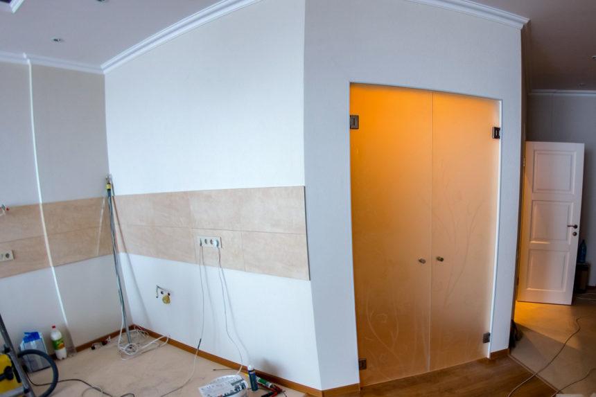 стеклянные двери в гардероб ЖК Париж