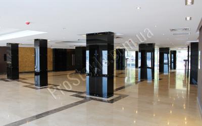 Стеклянные колонны в maristella club