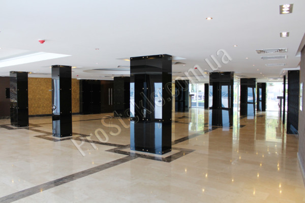 Стеклянные колонны в marine residence