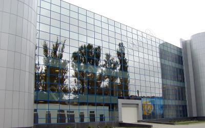 Стеклянный фасад харьковского стадиона локомотив