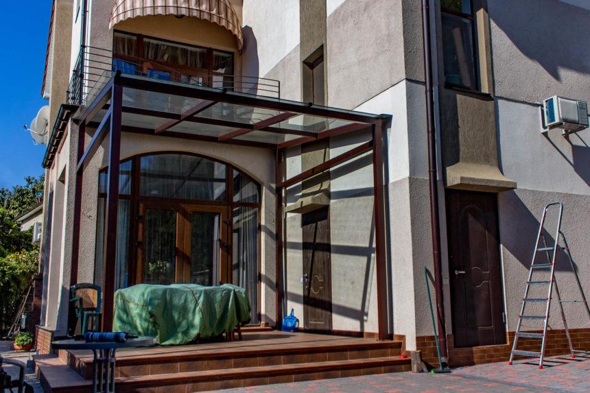 стеклянный козырек на даче