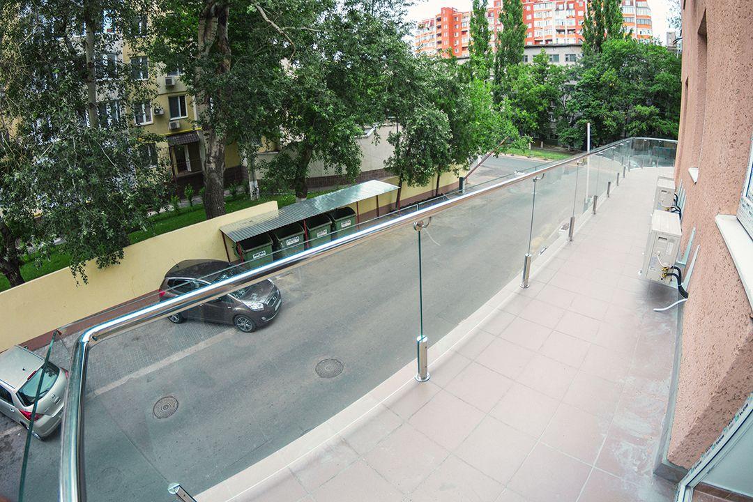 стеклянное ограждение балкона