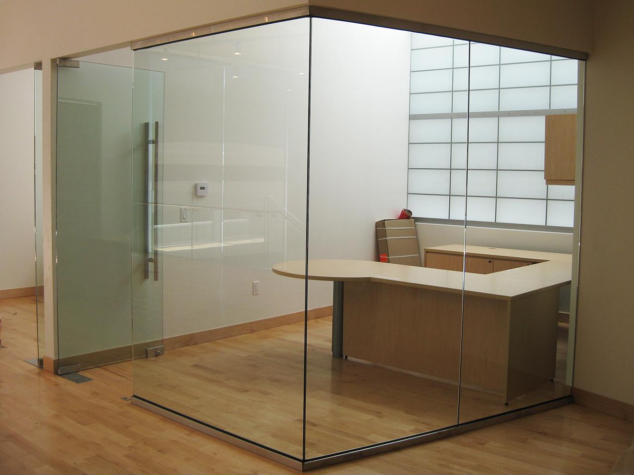 односторонняя перегородка из стекла