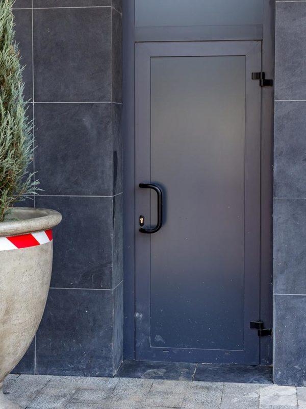 цельно алюминиевая дверь