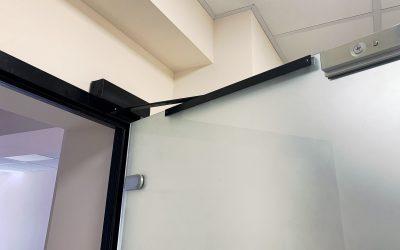 дверь на доводчике