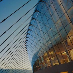 Спайдерный фасад из стекла