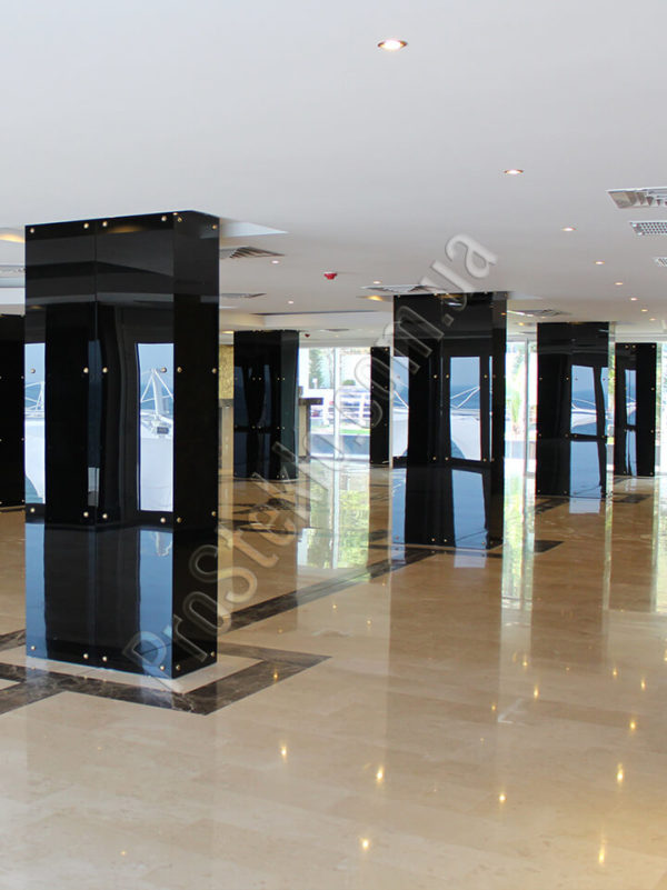 колонна из стекла