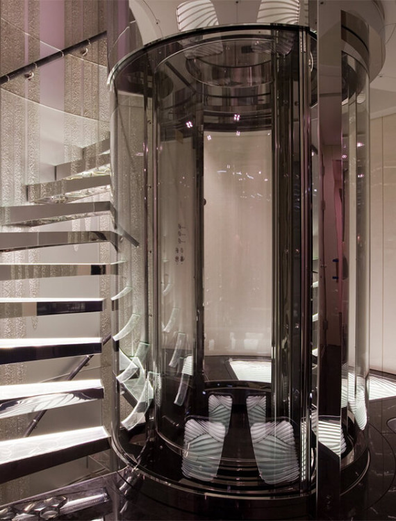 лифт из каленного стекла