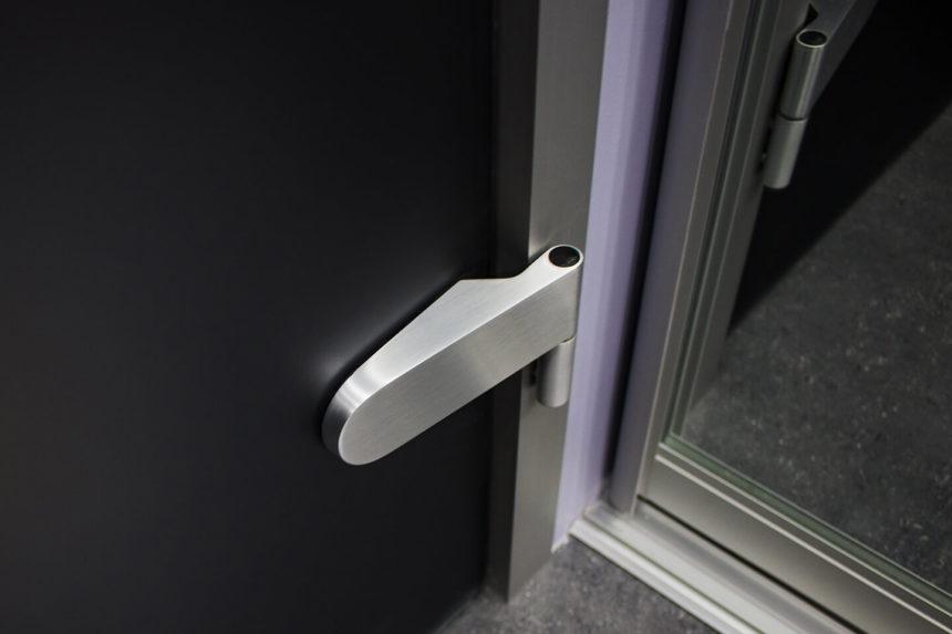 Нижняя петля для стеклянной двери в алюминиевой коробке