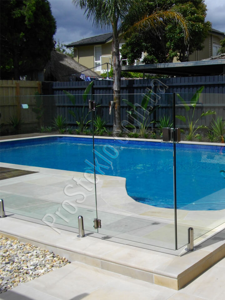 стеклянное ограждение бассейна