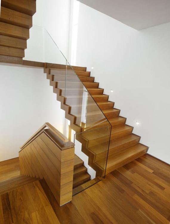 Остекление деревянных ступеней