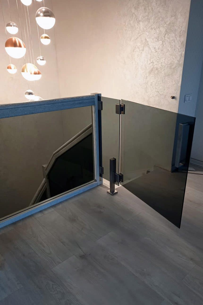 стеклянная створка лестница