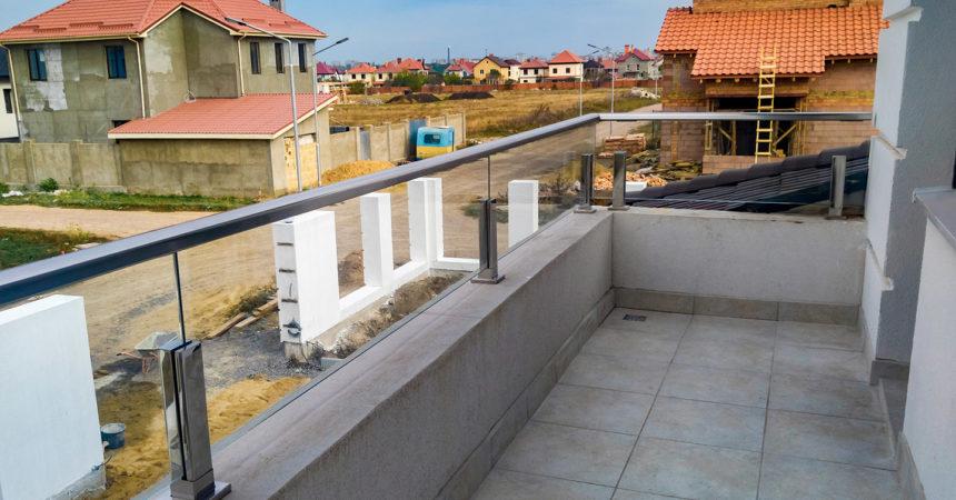 ограждение балкона стеклянное жм дайбер