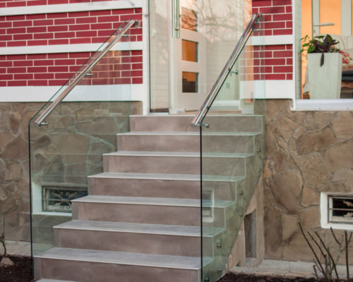 Ограждение лестницы на террасу