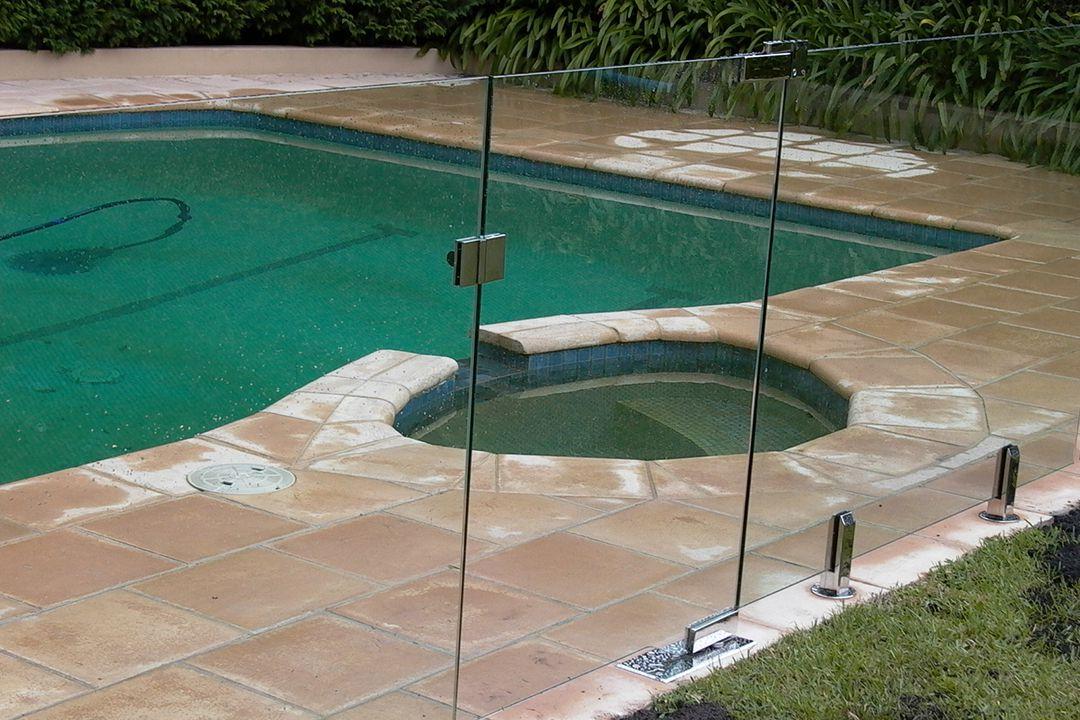 остеклить бассейн