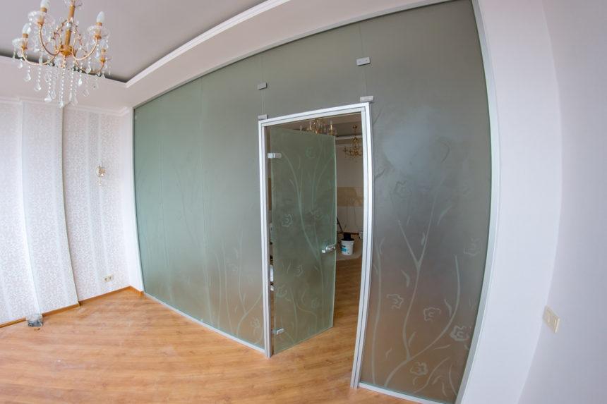 перегородка стеклянная в ЖК Париж
