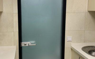 стеклянная дверь в санузел