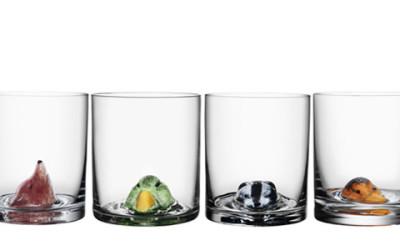 бокалы с разными предметами