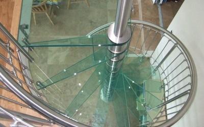витая стеклянная лестница