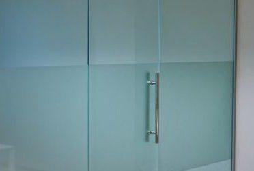 выбрать и установить стеклянную перегородку