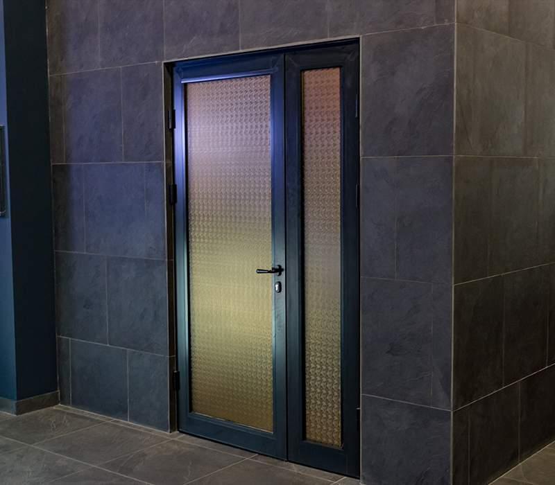 заказать алюминиевую дверь